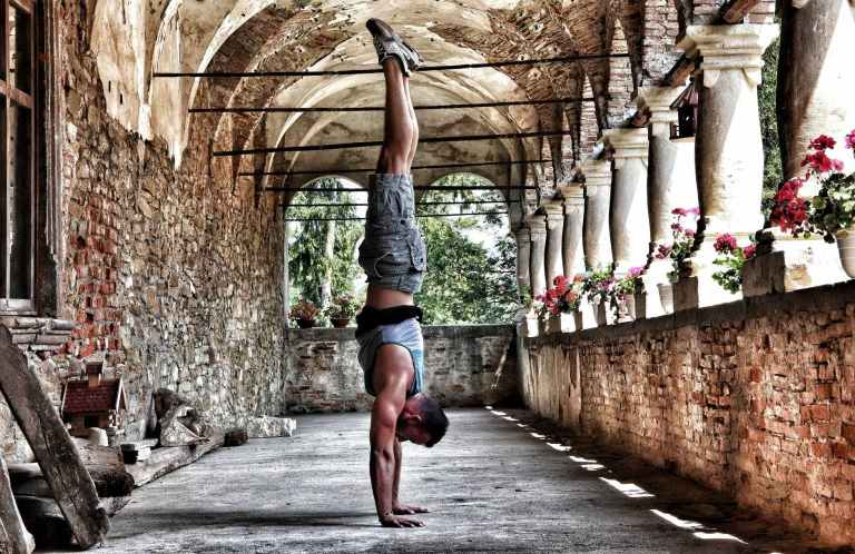 cara melakukan handstand